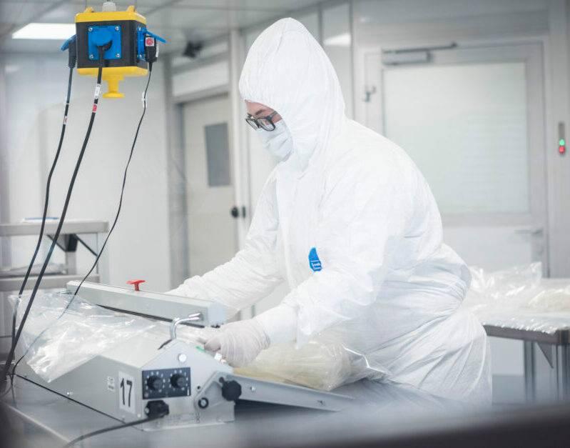 Siltec Silikon Technik verpacken unter Reinraumbedingungen
