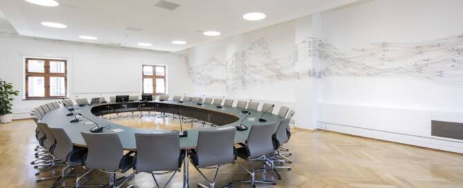 Siltec Rathaus Murnau Sitzungssaal Kunstwerk Silikonschläuche